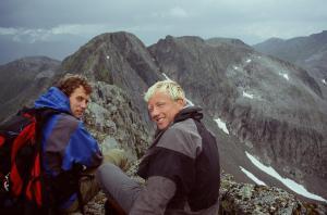 Bjørndalstindane med Juklavasskruna i ryggen