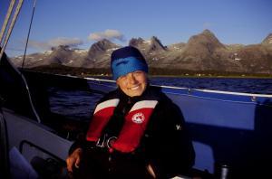 Med de Syv Søstre i innseilinga til Sandnessjøen