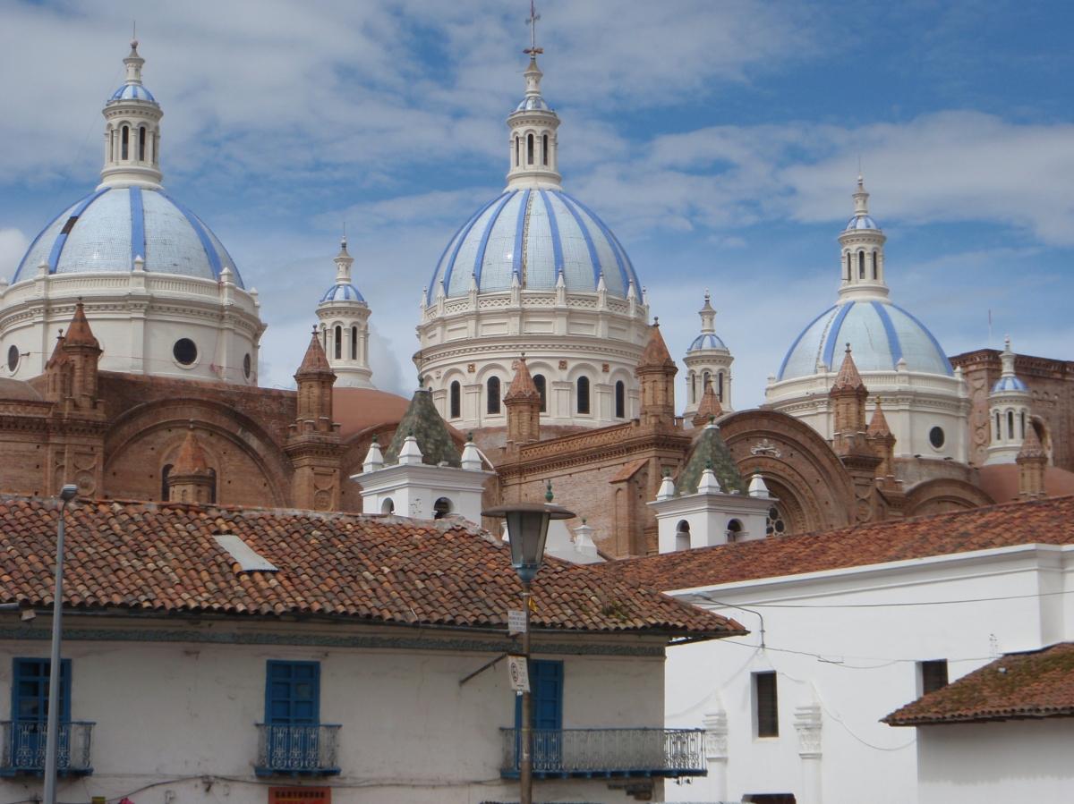 En av Cuencas mange og flotte kirker