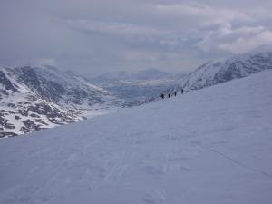 Lite snø fra Gråhøe og innover mot Dørålen