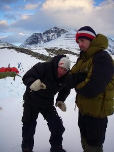 Harald og Kristoffer med Rondeslottet i bakgrunnen