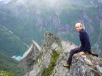 Sindre på en utstikker ca 900 moh, med Bondhusvannet langt nede