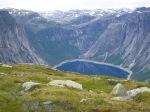 Bratte fjellsider ned til Ringedalsvatnet