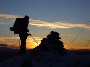 Toppen av Brenntopp i solnedgang