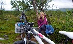 På sykkel på vei innover til Storerikvollen