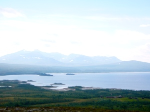Utsikt fra toppen - ned til Storerikvollen, Esandsjøen og Sylmassivet