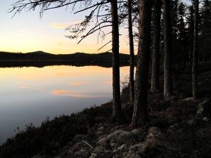 Vi kom fram til Netsjøen i skumringa og fant hytta før det ble helt mørkt