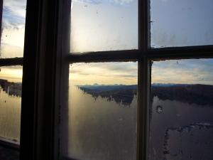Storsølnkletten i Alvdal og Rondane sett ut gjennom vinduet på Larsbu søndag morgen