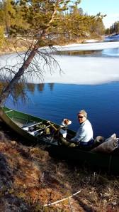 Karo var ikke helt komfortabel i kanoen...