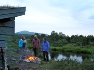 Fin gapahuk ved broa som var veldig grei å krype inn i når regnet satte inn på kvelden