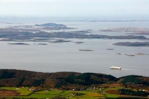 Ypperlig utsikt mot Hurtigruteleia